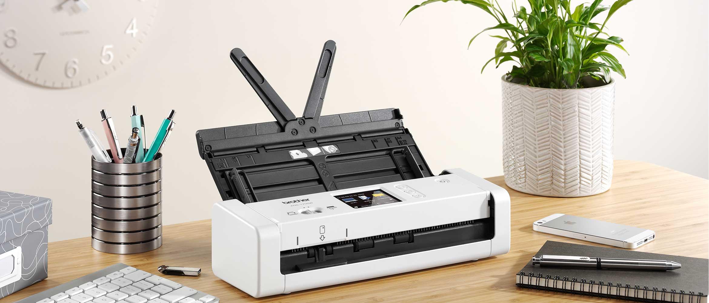 ADS-1700W-skeneris-uz-galda