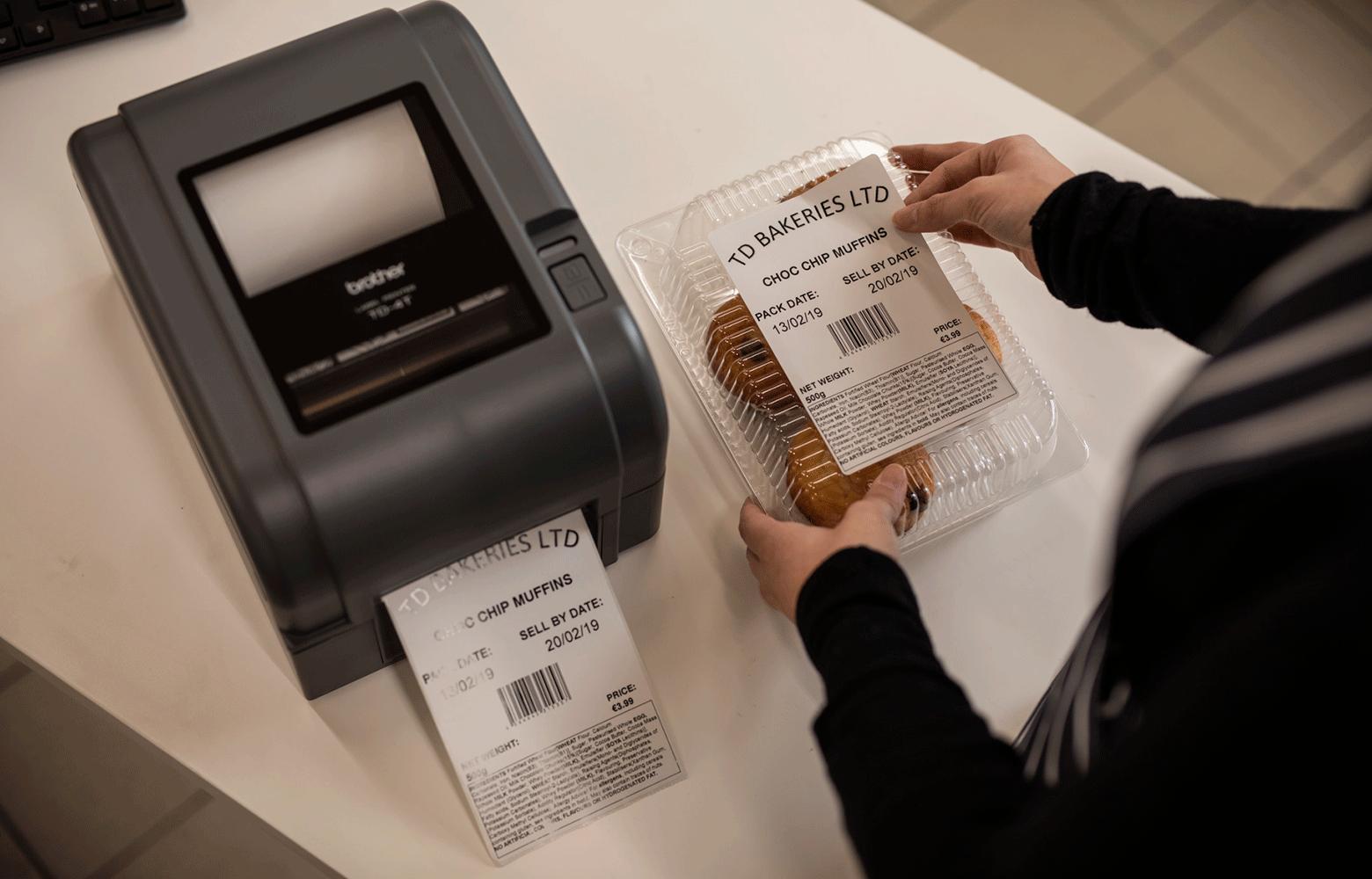 Brother uzlīmju printeris drukā uzlīmi pārtikas produktiem